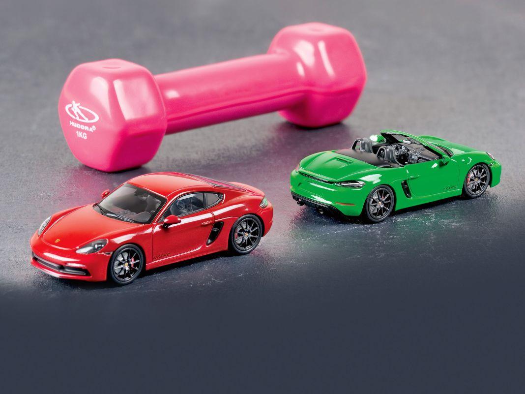 Egal ob Cayman oder Boxster, als GTS 4.0 sind die kompakten Porsche-Sportler ganz Große, auch in 1:43 von Minichamps