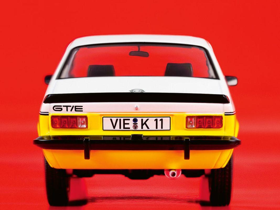 Im nächsten Jahr liefert Norev sein Opel Kadett C Coupé in 1:18 mit geschlossener Karosserie in Weiß und Gelb als GT/E
