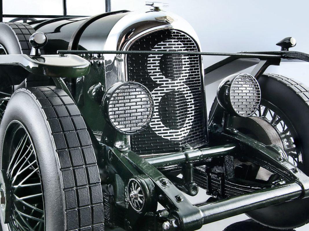 Der Bentley 3 Litre war der erste Topseller der britischen Marke und gewann Le Mans. Der 1:18er von Tecnomodel schließt diese Lücke überzeugend.