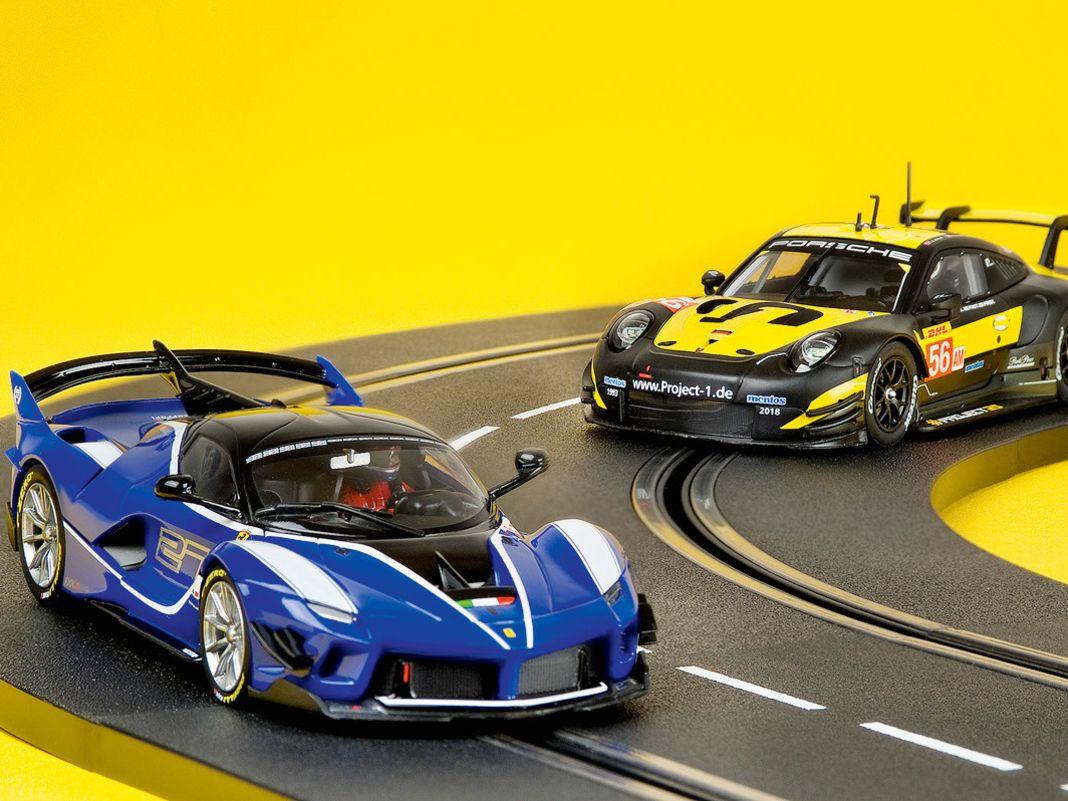 Slotracer von Porsche und Ferrari bei Carrera