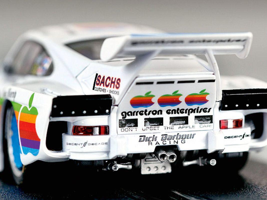 """Kremer-Porsche K3, Nummer 9 von Dick Barbour Racing samt """"Apple""""-Werbung"""