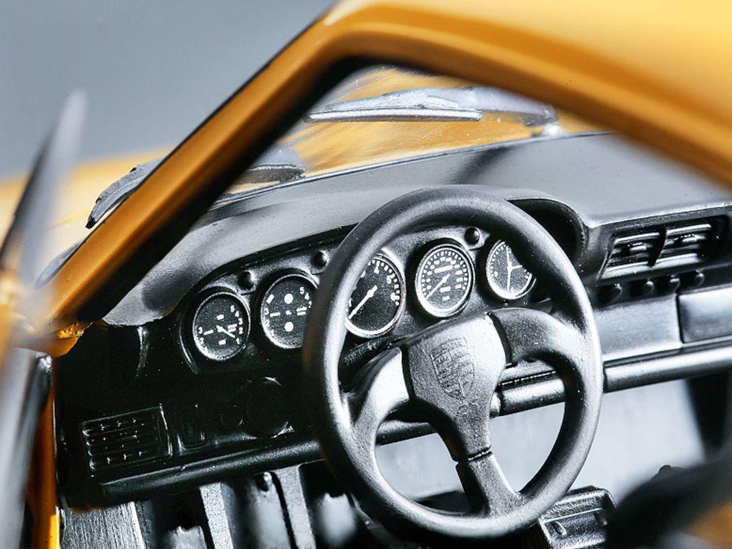 Das Solido-Modell hat bewegliche Türen, ist sehr sauber lackiert und geizt auch nicht bei der Dekoration