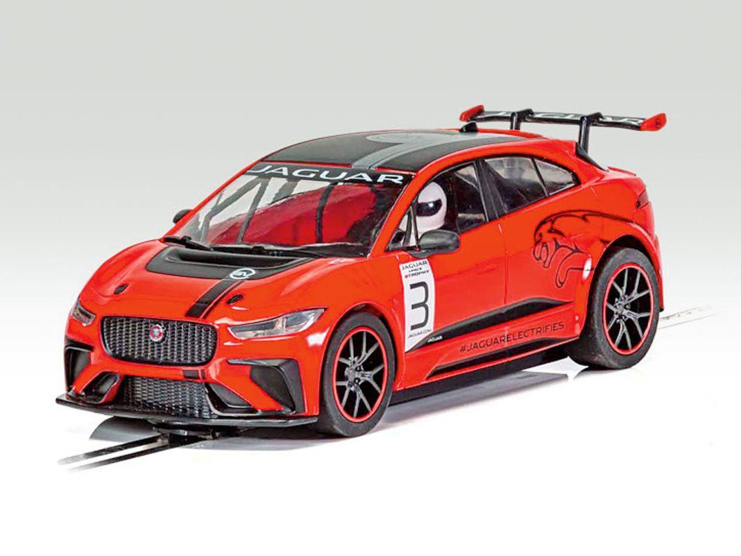 Scalextric steht mit seinem SUV Jaguar I-Pace als 1:32-Verkleinerung gleich doppelt unter Strom