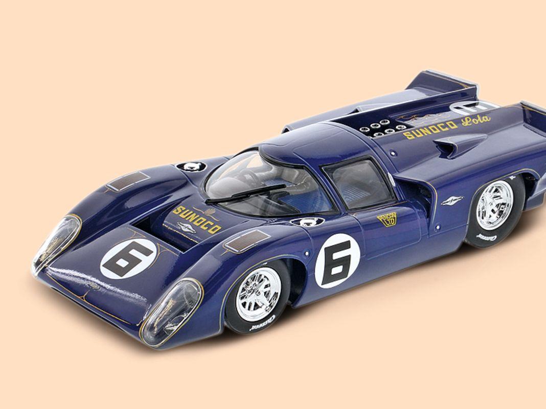 Carrera erinnert mit diesem Lola T70 IIIb auch an seine eigene Slotracing-Geschichte  im Maßstab 1:24