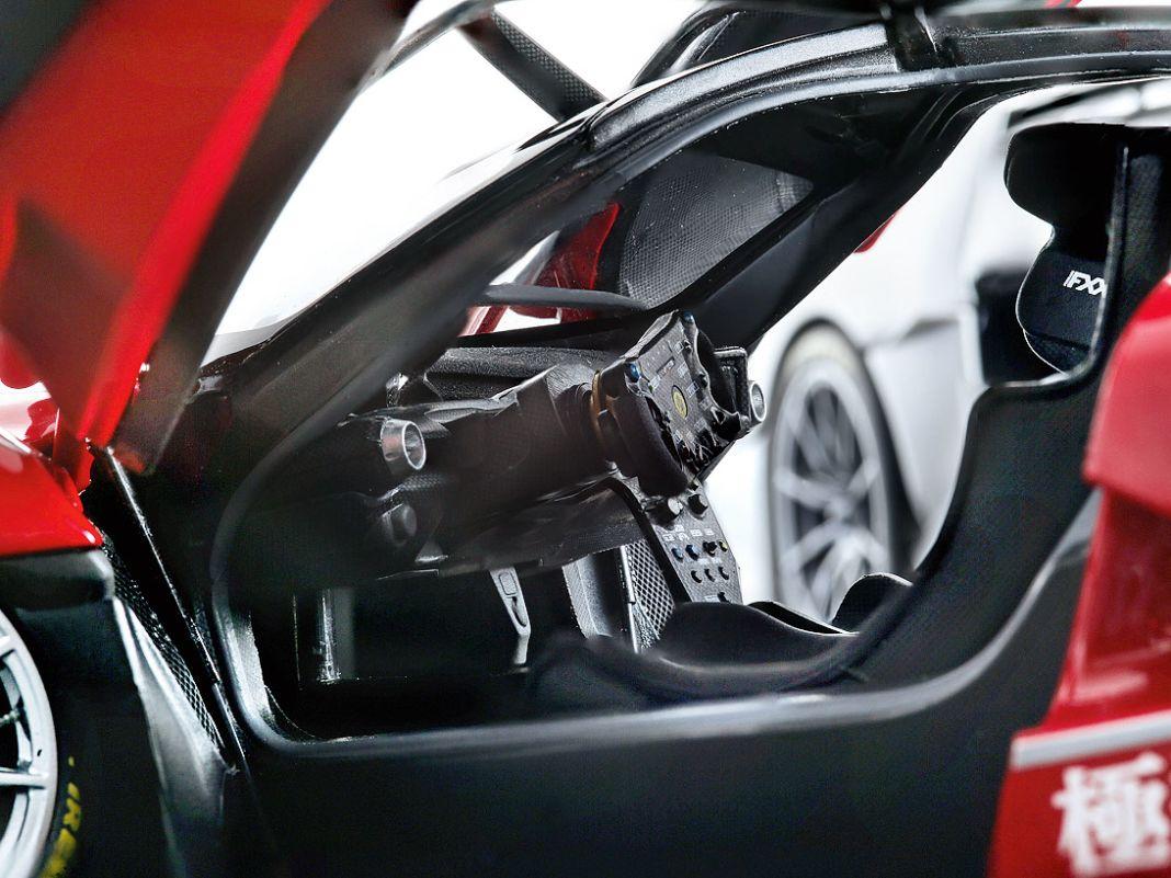 Hyper passt auch gut als Attribut für das  1:18-Modell des Ferrari FXX K Evo, das BBR aus Norditalien mit Zinkdruckgusskarosserie nachbaut