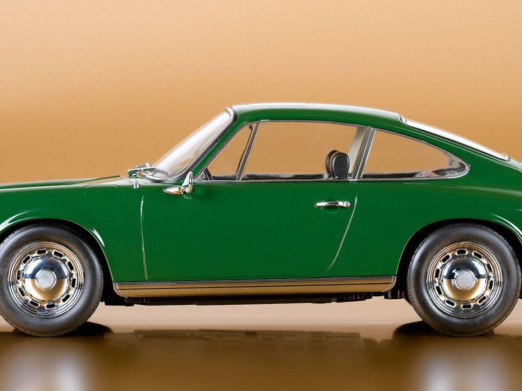 Die Top-Proportionen adeln das 1:12-Modell des Porsche 911 T von 1968 aus dem Hause Norev. Und das alles schafft der Hersteller mit nur 57 Bauteilen.