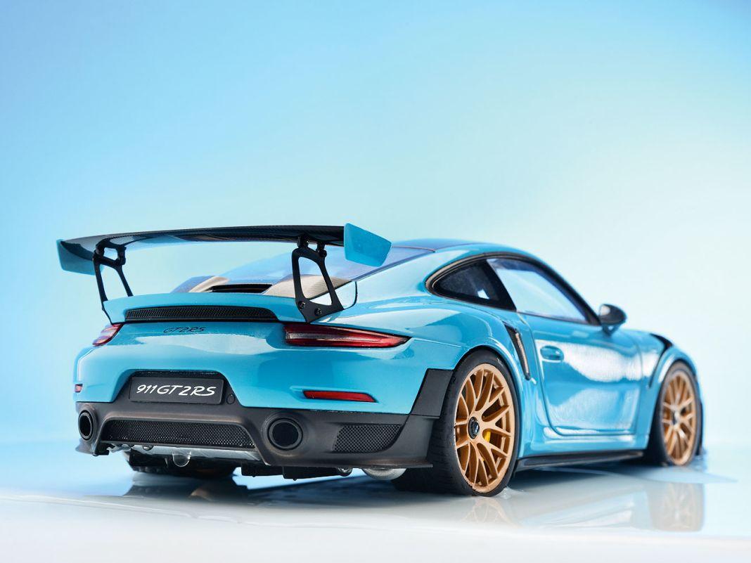 Porsche 911 GT2 RS (992) von Autoart in 1:18