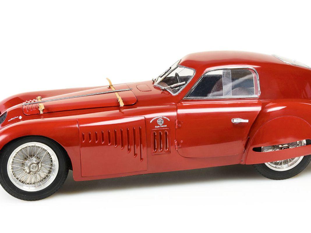 Auch der Alfa Romeo 8C Speciale in 1:12 als Touring Coupé ist sichtbar auf einem guten Weg