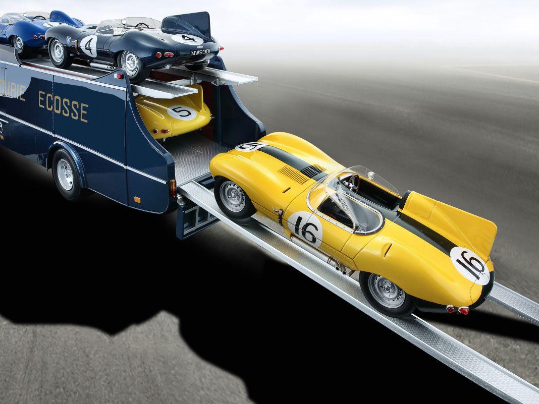 Der dunkelblaue Commer TS3 als Renntransporter von Ecurie Ecosse in 1:18 von CMR ist ein höchst eindrucksvolles Die-Cast Modell geworden
