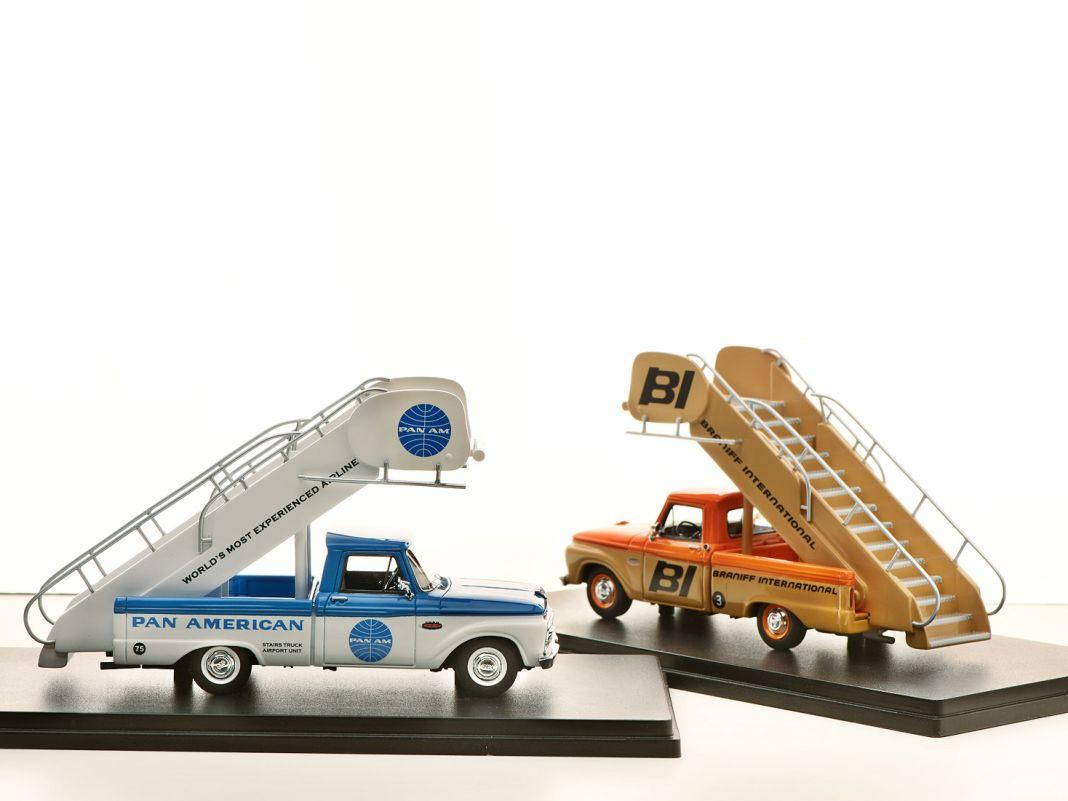 """Auch Exoten wie den '53 Ford Courier der New Yorker Polizei und den Ford F-1000 als """"Staircar"""" für Airlines hat die Goldvarg Collection in Angebot"""