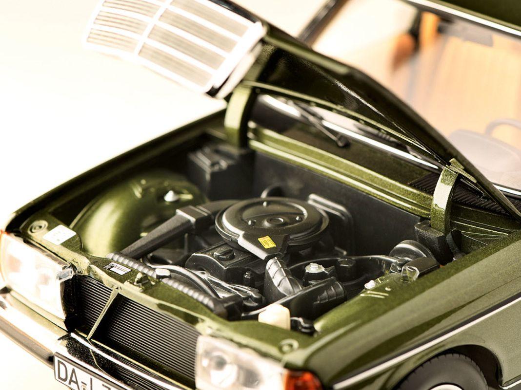 Der Mercedes-Benz W123 als T-Modell in der Baugröße 1:18 von Norev ist ein weiterer Meilenstein der französischen Firma