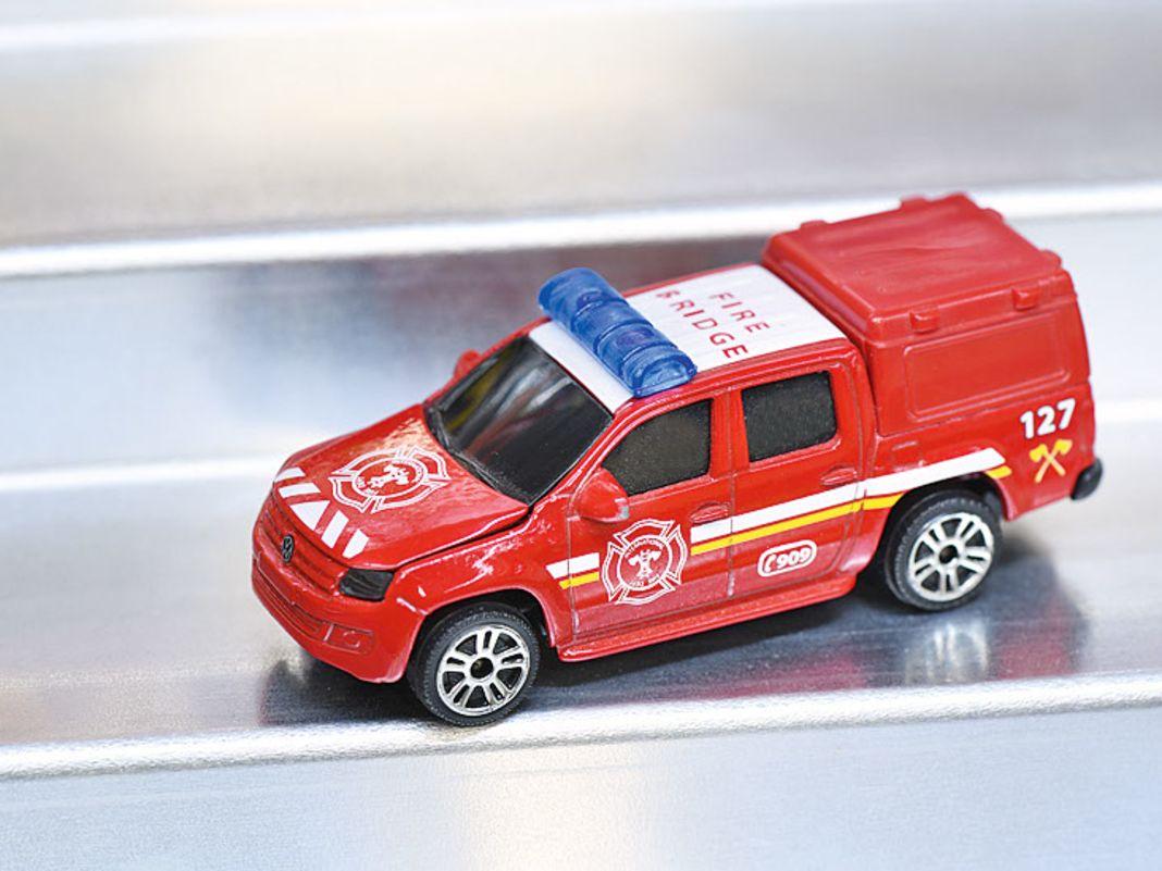 Nicht nur aktuelle  1:64er wie die Feuerwehr, mit der alles begann, auch Käfer und alte BMW Siebener sind im Fundus