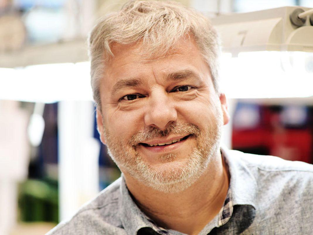 Jaroslaw Szymanski, der Werksleiter in der Fabrik von Sieper in Polen
