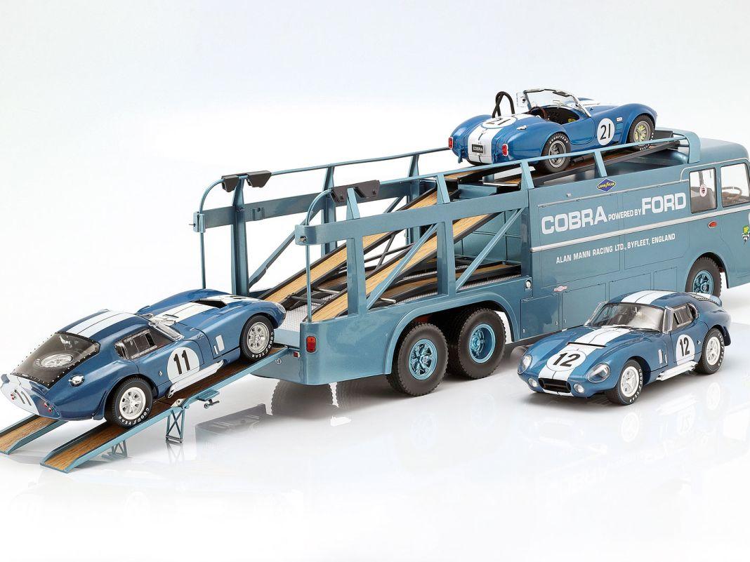 Der passende Cobra-Renntransporter verlädt neben giftigen Cobras gerne auch Ford-GT-Boliden