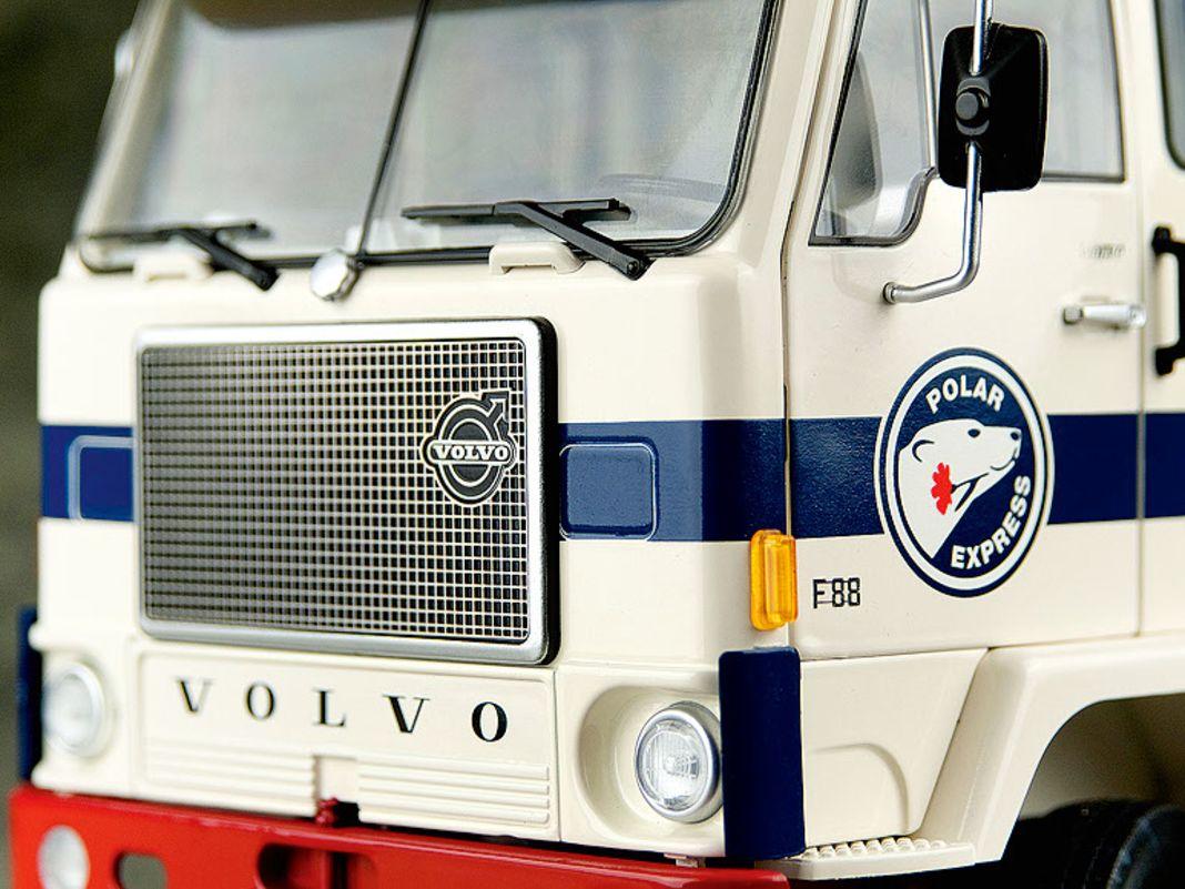 Volvo F88 von Road Kings in 1:18