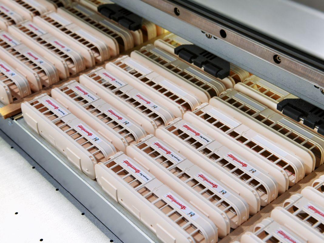 Wiking bedruckt aber auch mit dem Tintenstrahldrucker. Experte Michael Cilius weiß genau, wie diese neue Technik funktioniert.