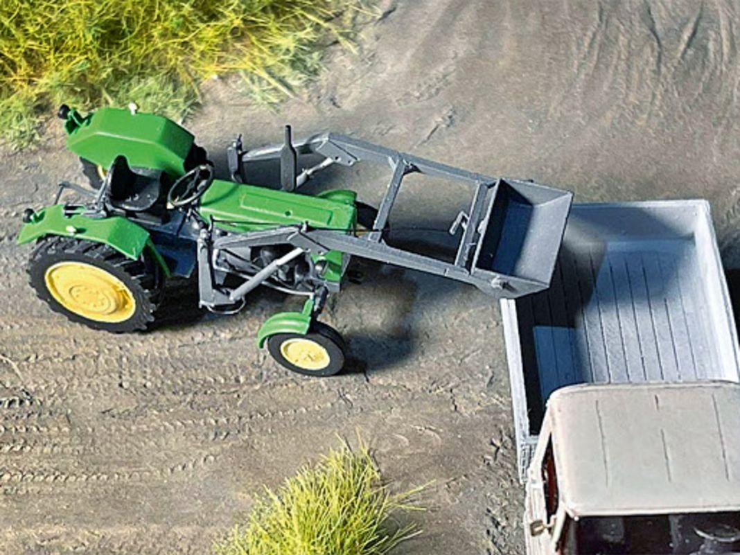 Egal ob mit oder ohne Kabine oder verfeinert mit Frontlader: Husaria Model Factory kennt sich mit Traktoren aus