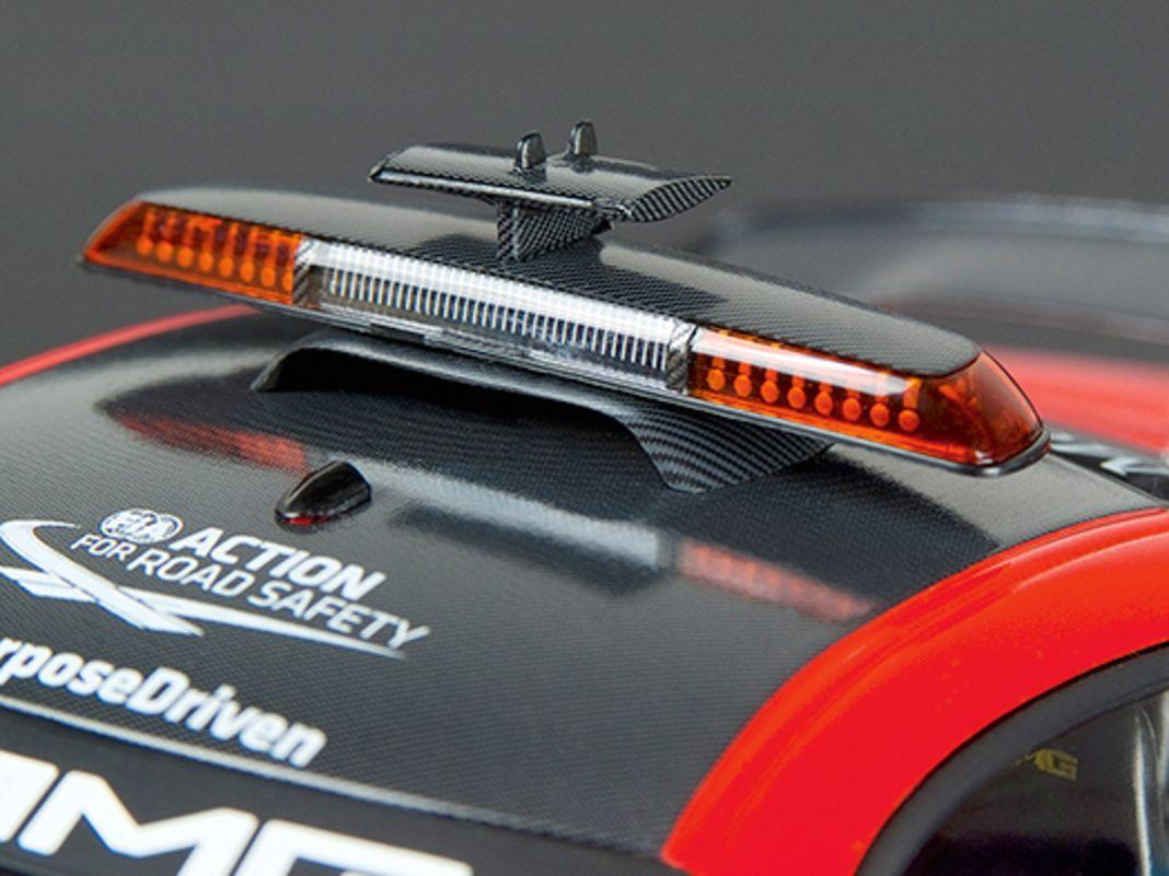 Minichamps aus Aachen kann einfach Formel-1-Pace-Cars und bekennt dabei auch ganz besonders gerne in 1:18 Farbe