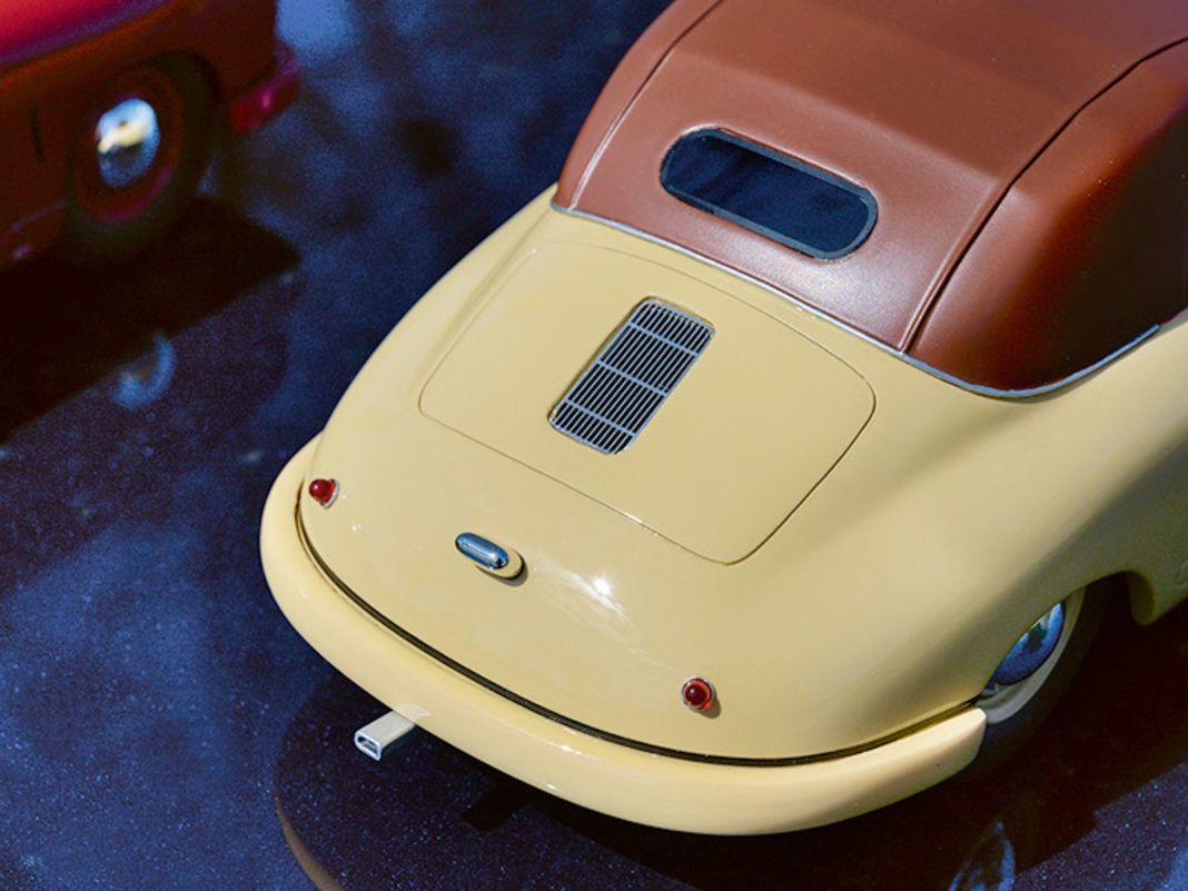 Porsche 356 Gmünd Cabriolet von Schuco in 1:18