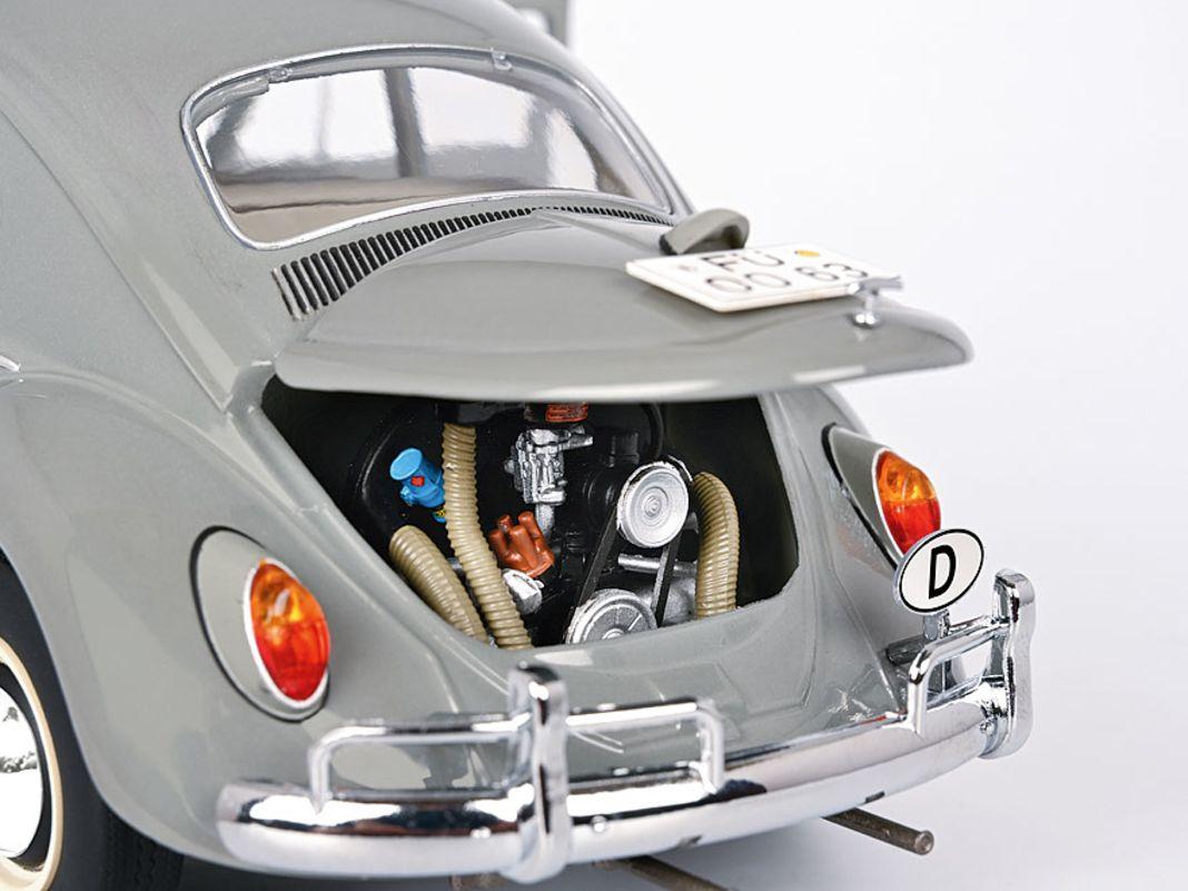 Das Die-Cast-Modell von Schuco zeigt einen aufwendig gebauten Boxermotor...
