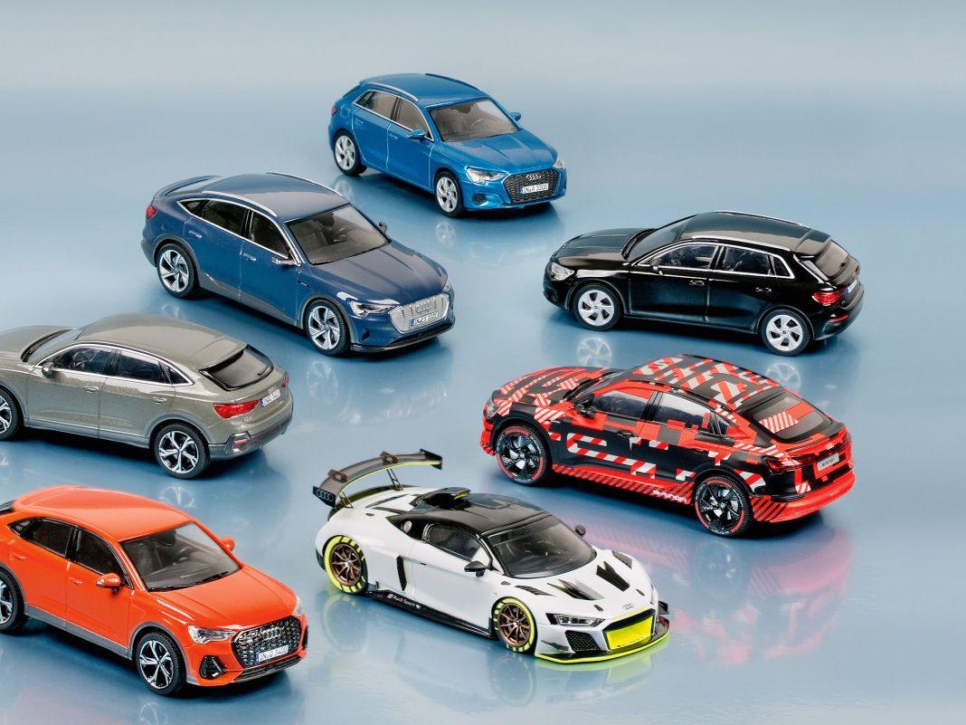 e-tron Sportback,  A3 Sportback, Q3 Sportback und der R8 GT2 stocken den Audi-Fuhrpark in 1:43 auf