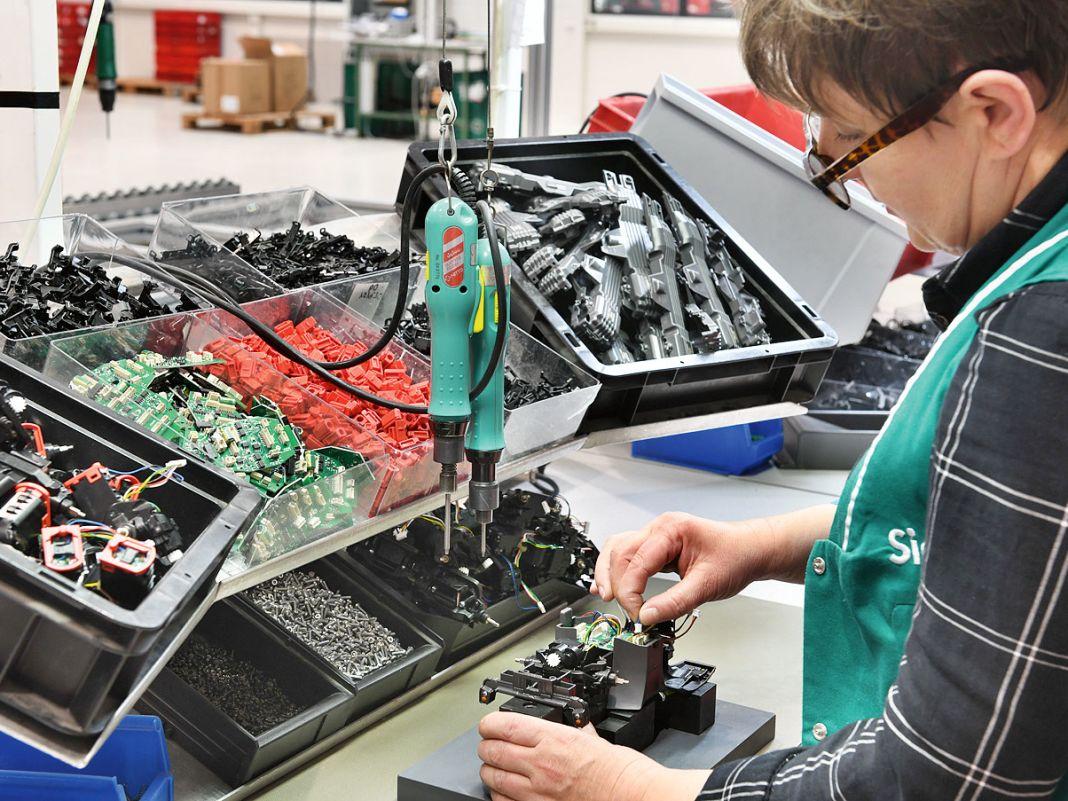 In einem Chassis verstecken sich nicht selten mehrere Motoren und Differenziale sowie dazu noch zahlreiche Elektronik-Platinen