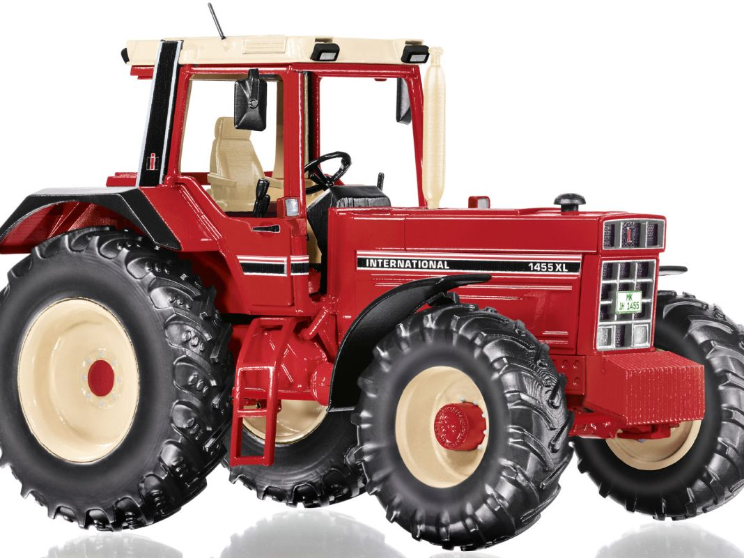 Als Traktoren-Youngtimer bringt Wiking den International Harvester 1455 in 1:32.