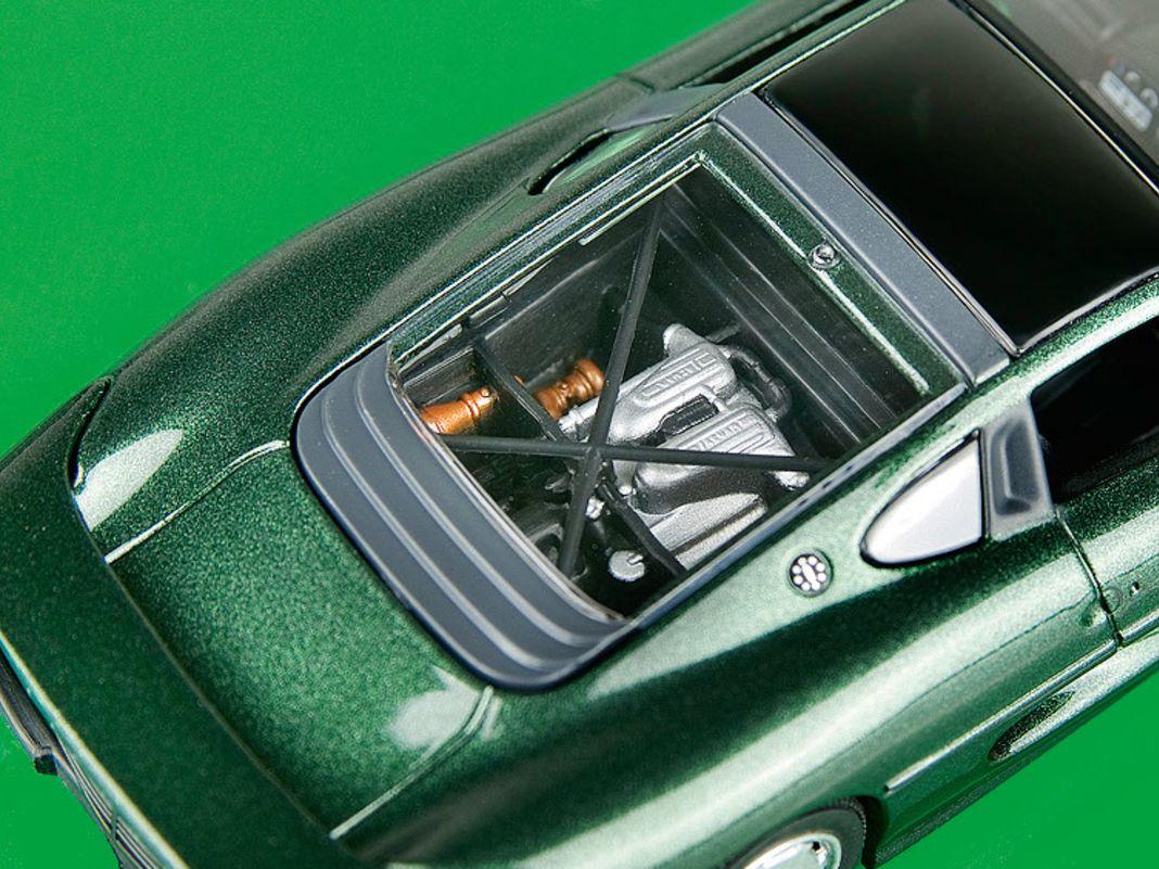Jaguar XJ 220 von Maxichamps