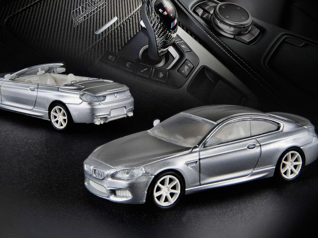 Schon die Designmuster zeigen, wie fein Minichamps seinen BMW M6 in 1:87 graviert hat