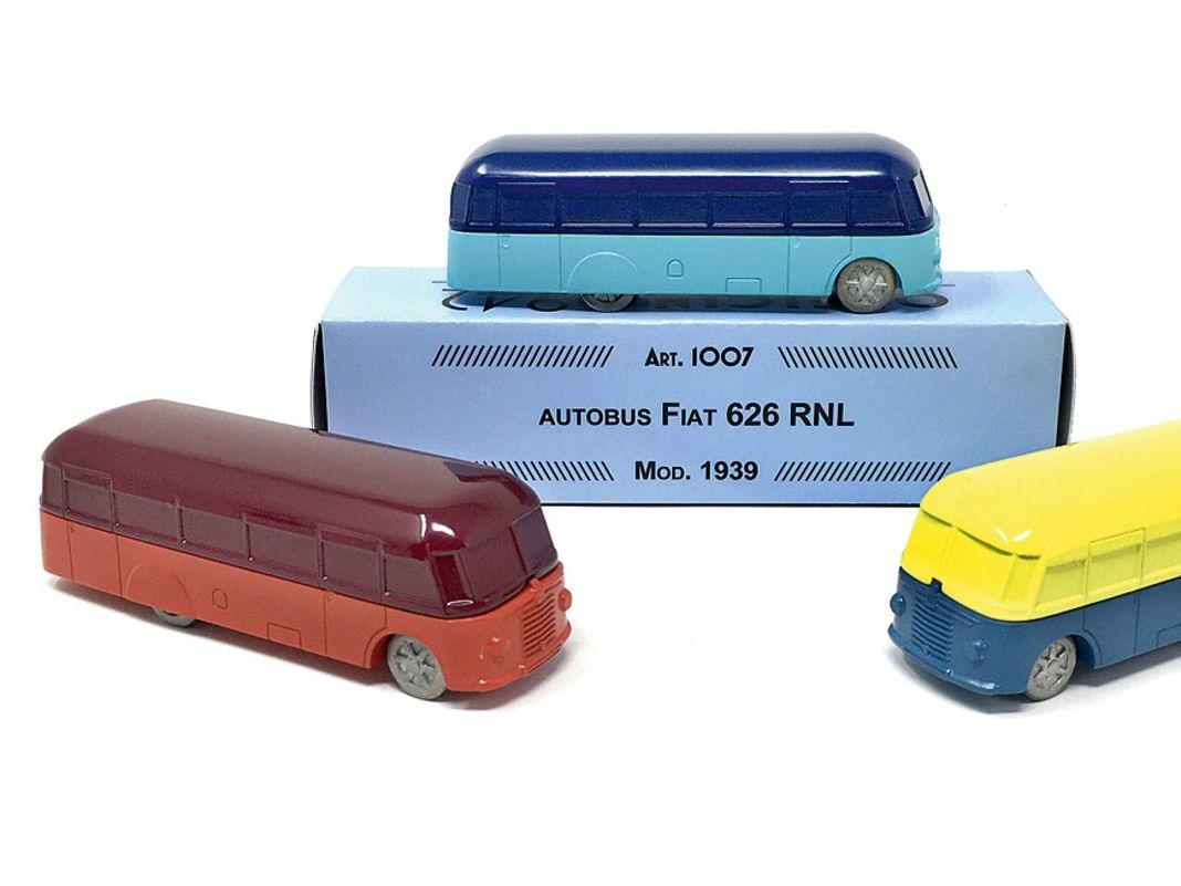 Selbst ein Autobus ist mit dem Fiat 626 RNL