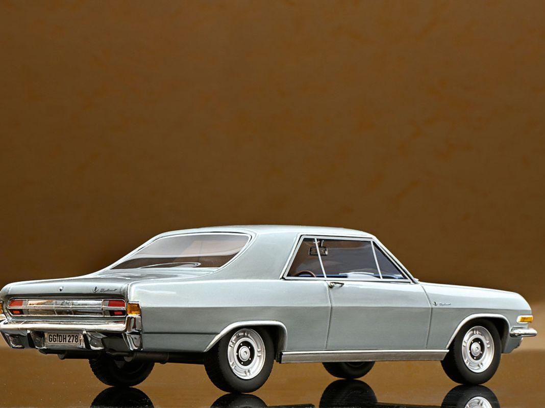 1965 Opel Diplomat Coupé von Schuco in 1:18