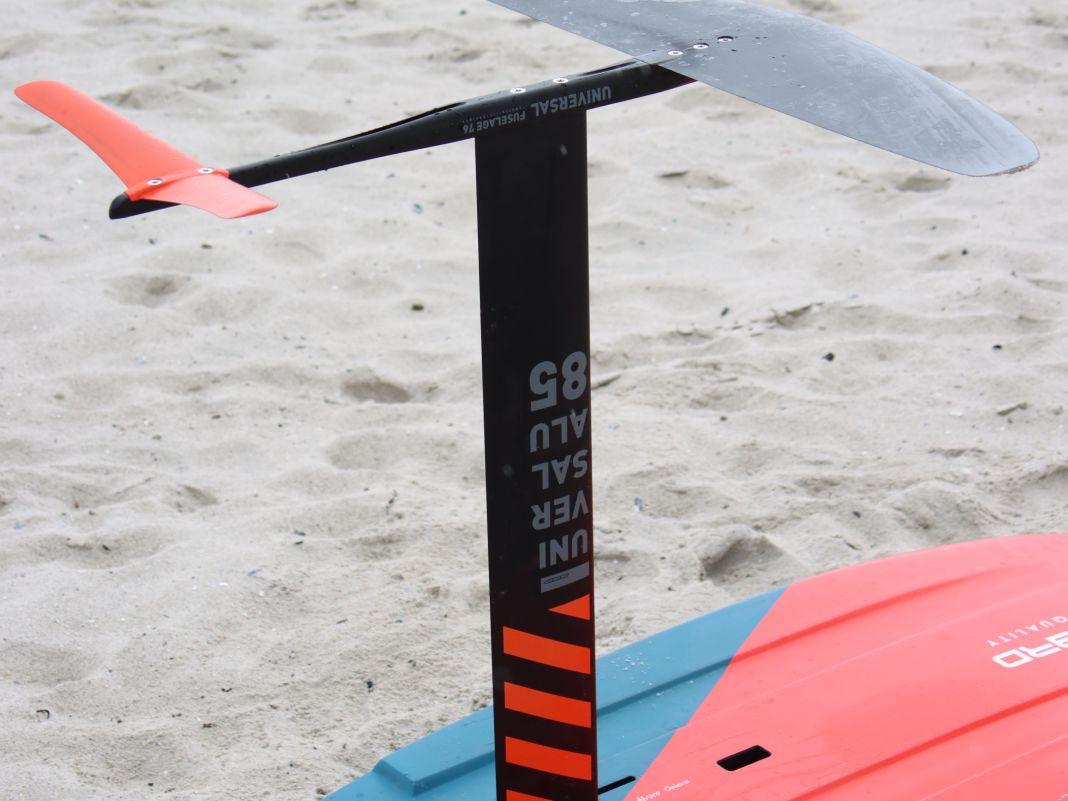 Der Mast ist aus Aluminium und misst 85 Zentimeter