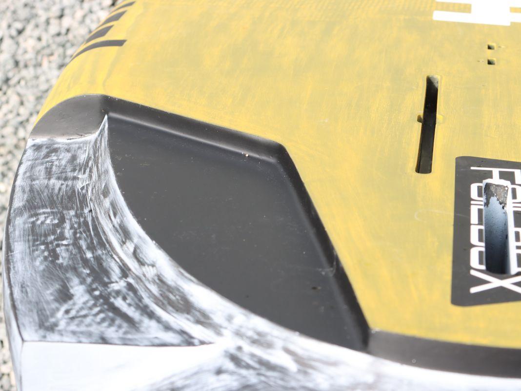 Harte Abrisskanten an den Cutouts sollen verhindern, dass sich das Board festsaugt