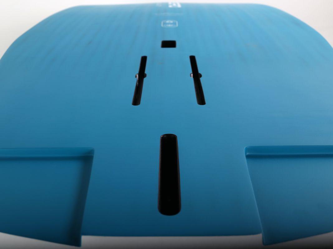 Das Crossoverboard bietet beide Boxensysteme für Windsurf- und Wingeinsatz