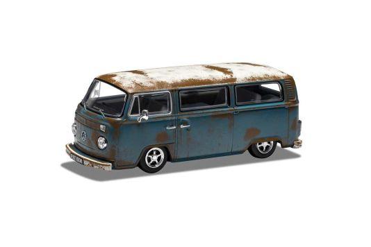 Auch im Schrott-Look macht der VW T2 von Corgi eine überzeugende Figur. Allerdings kommt er hier zunächst einmal als Bus ohne das Aufstelldach des Campers in 1:43 in die Läden.