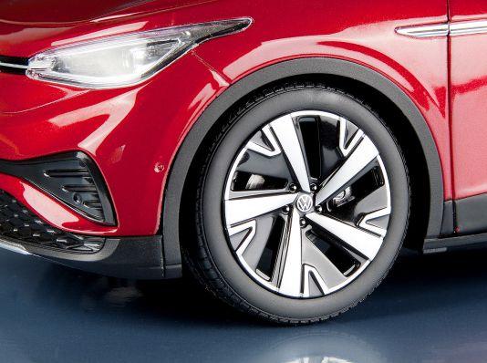 Auch Volkswagens Stromoffensive kommt so langsam en miniature ins Rollen. Aber die passende 1:18-Modelle musste sich MODELL FAHRZEUG noch in China direkt besorgen.