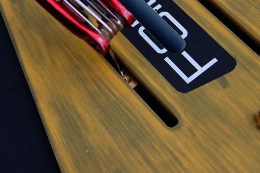Über einen kleinen Inbus-Stift werden die Plättchen in der Wunschposition fixiert