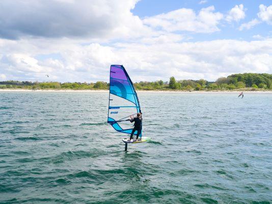 Zum Windsurf-Foilen spricht der Patrik A.I.O. 6'6'' eher sportliche Foiler an