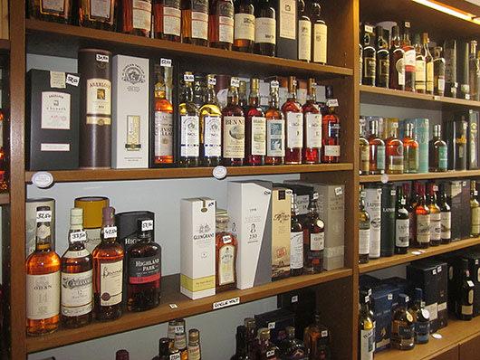Ladenlokal Whiskyregal
