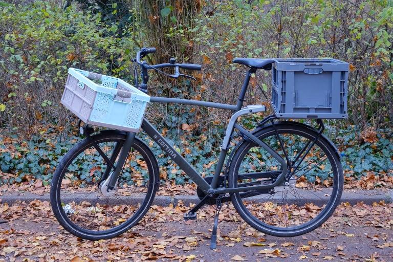 Fahrrad mit zwei abnehmbaren Kisten