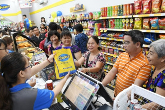 Cheers convenience stores attract young customers