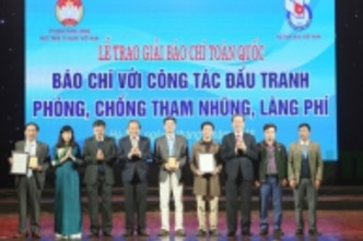 Nhan Dan reporters win top prize at national press contest on anti-corruption