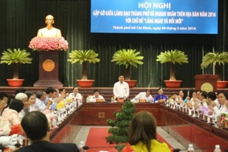 Ho Chi Minh City's authorities hold open dialogue with business community
