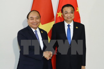 Vietnamese PM meets counterparts in Phnom Penh