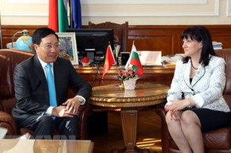 Deputy PM Pham Binh Minh enhances cooperation with Bulgaria