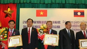 Leaders of Dong Nai honoured with Lao Order of Independence