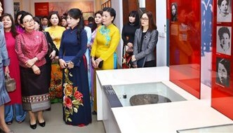 Spouses of GMS leaders learn about life of Vietnamese women in history
