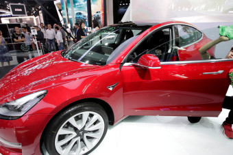 Consumer Reports now gives Tesla Model 3 a thumb's up