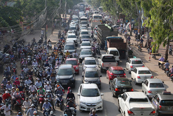 Indonesia tries to jump-start car exports to Vietnam