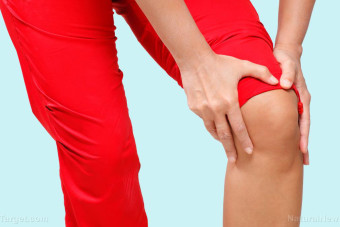 An easy way to reduce arthritic knee symptoms is to lose weight